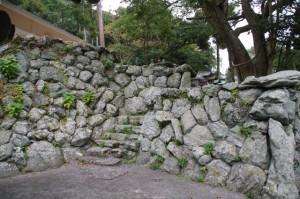 潮音寺から美多羅志神社への石階
