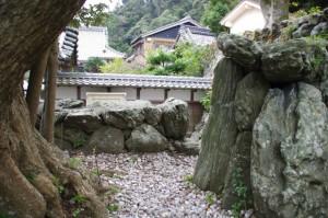 美多羅志神社から潮音寺への石階