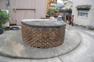 民家の間にある水場(井戸)