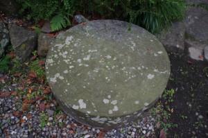 方位石(賀多神社)