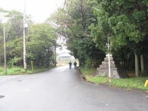 坂手国生神社への十字路(神社への方向)