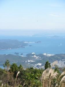 朝熊ヶ岳山頂からの望む答志島・・・