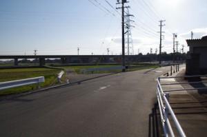 津市川合文化会館付近から伊勢自動車道の高架へ