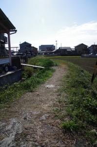 伊勢中川駅へ向かう地道