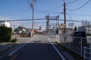 伊勢中川駅付近の踏切