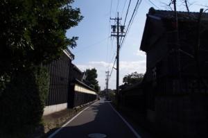 舟木家の長屋門(み歴マ 伊勢(20)久米-B 8)付近