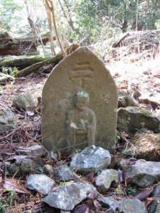 電波塔付近の二丁地蔵町石(?) - 宇治岳道