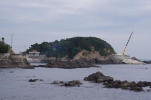国崎漁港付近から望む鎧崎