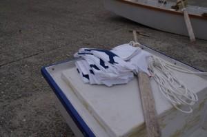 二丁の櫂がX型に染め抜かれた着物(二船祭)