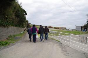 里谷の乗り手が前の浜へ(二船祭)