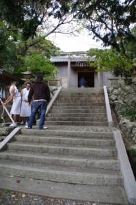 海士潜女神社の手水舎で(二船祭)