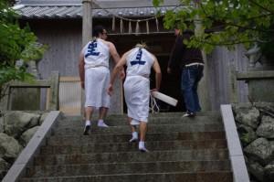 海士潜女神社にて(二船祭)