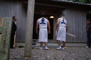 海士潜女神社にてシゲの受け取り(二船祭)