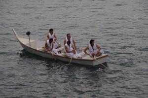 海間谷の船を待つ里谷の船(二船祭)