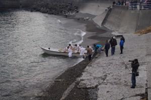 海間谷の船が海へ(二船祭)