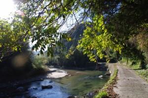 塚原橋(木津川)から西山橋(三谷川)への途中