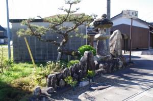 常夜燈と地蔵群(み歴マ 初瀬 110)