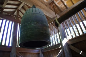 虫食の鐘(大村神社)