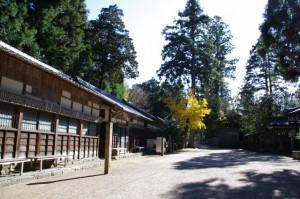 南参道前の参籠所(大村神社)