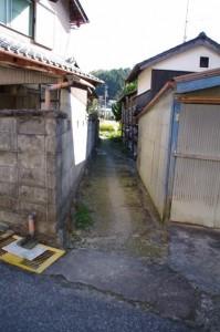 大村神社への参道の途中の地蔵