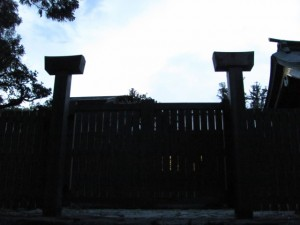 神楽殿の裏門(内宮帰りの参道沿い)