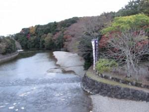 宇治橋から望む五十鈴川の下流方向