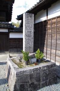 仏足石(み歴マ 伊勢(22)垣鼻町10)