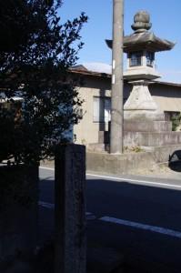 大日寺の町石と常夜灯