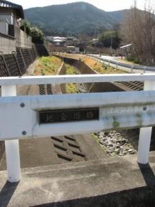 地金場橋から望む勢田川の上流