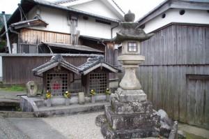太神宮常夜燈、地蔵堂(トレイル青垣~桧原神社)