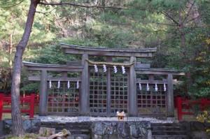 三ツ鳥居(桧原神社)