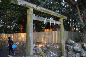 初辰の辰の井(御食神社)