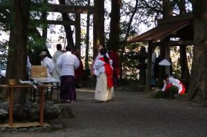 湯立神事の準備(栄野神社)