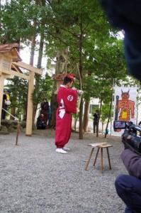 萬歳楽の「鬼打ち儀式」(櫲樟尾神社)