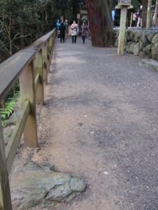 寝地蔵石と多賀宮