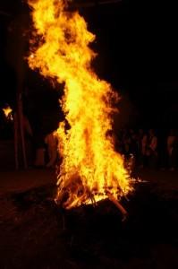 御頭神事(高向大社) - 燃やされる「おわけ」