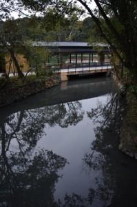 表参道火除橋から望む休憩舎(外宮)