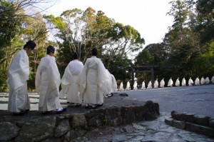 退下(春季皇霊祭遥拝)