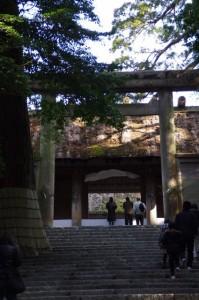 板垣南御門とその奥の外玉垣南御門(内宮)