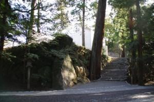 籾種石と新設された石階(内宮)