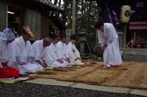 あぜ削り、鍬形祭(九鬼岩倉神社)