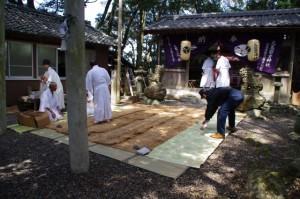 鍬形祭の後片付け(九鬼岩倉神社)