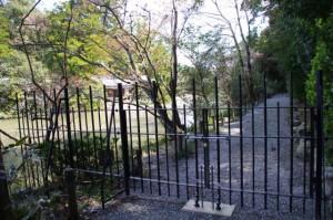 勾玉池の遊歩道(現在、行止り)