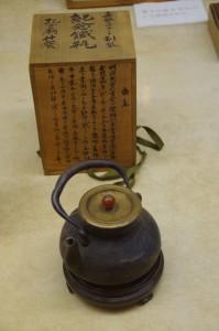 柔軟オブラート創製 記念鉄瓶