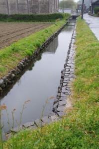 加努弥神社の近くの水路