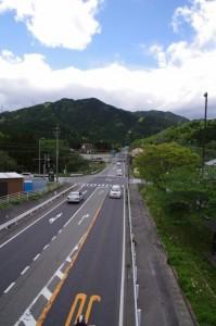 東海道 坂下宿 方向(関宿 西追分にて)