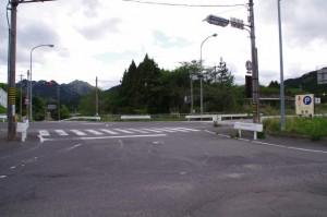 大和・伊賀街道 方向(関宿 西追分にて)