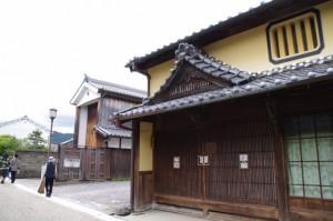 中町三番町山車倉(9)と鶴屋(8)