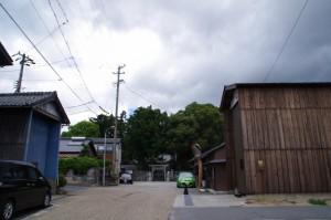 関神社への参道