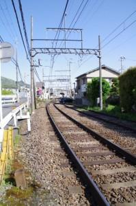 近鉄 踏切道萩の台第四号付近から南生駒駅を望む
